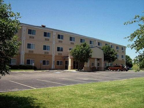 Country Inn & Suites Wichita Northeast